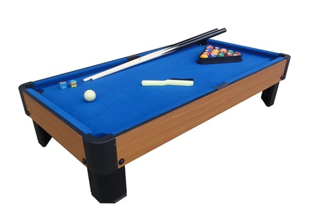 guide to mini pool table featured image